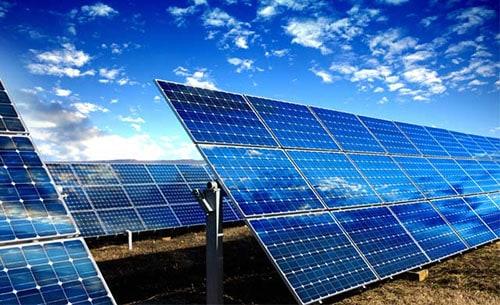 Panneaux solaires campagne suisse